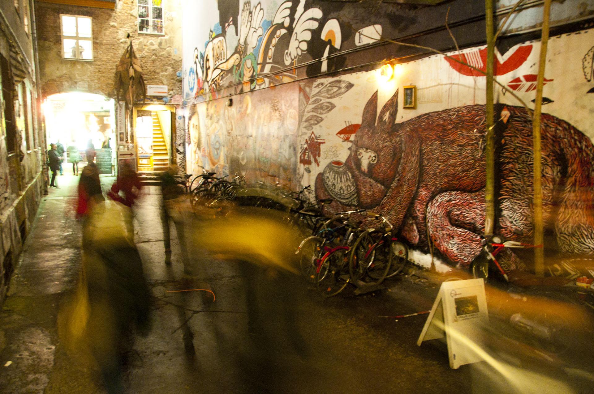 berlin street art karen chen. Black Bedroom Furniture Sets. Home Design Ideas